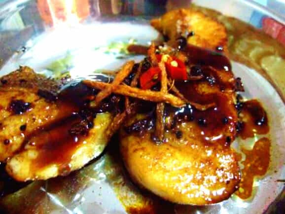 Fried fish fillet in shallot oil and oyster sauce