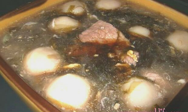 Seaweed and pork slices soup