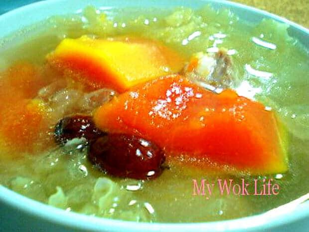 Papaya and snow fungus soup with pork ribs