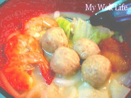 Seafood Mee Tai Muk soup