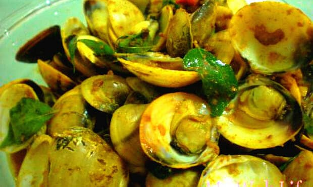 Fragrant Dry Curry Belacan Clams (甘香炒蚬)