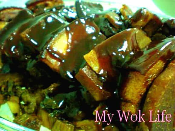 Mei Cai Kou Rou with Yam (梅菜芋头扣肉)