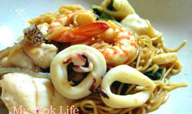 Braised Seafood Mee Sua (焖海鲜面线)