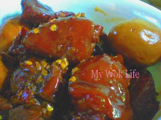 Braised Spicy Pork Knuckle in claypot