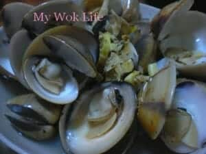 Clams in dark rum