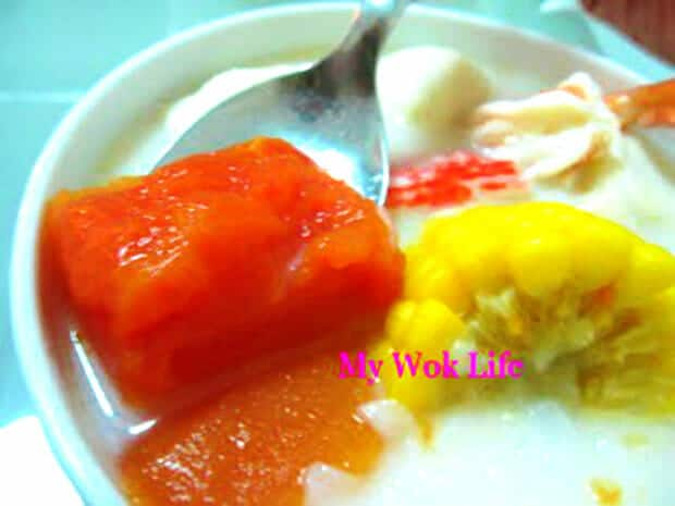papaya soup with hor fun noodle