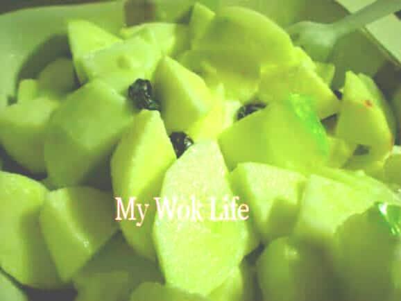 Apple salad with yogurt dressing