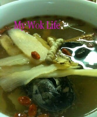 Cordyceps and Ginseng Tonic Soup with Black Chicken (冬虫夏草泡参黑鸡汤)