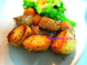 Sauteed potatoes with herbs
