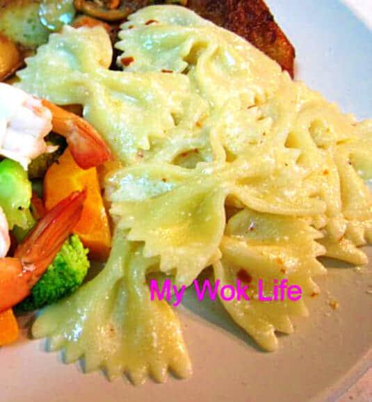 Bowtie pasta in sour cream sauce