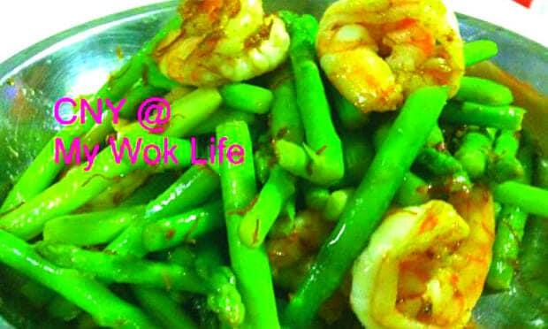 Stir-Fried Asparagus & Prawns with XO Sauce (锦上添花)