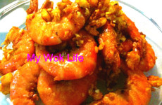 Golden prawns with salted egg yolk