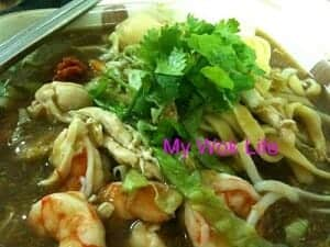 Fuzhou noodle in thick broth