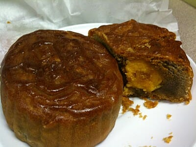 Mooncake Lotus Paste with salted egg yolk