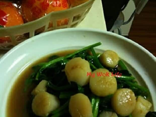 Stir fried spinach with scallops