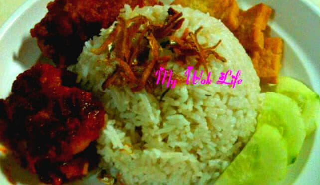 Nasi Lemak (Steamed Coconut Cream Rice – 椰浆饭)