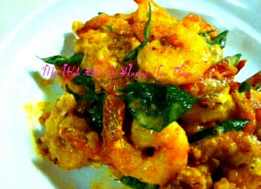 Salted Egg Yolk Prawns (黄金虾)