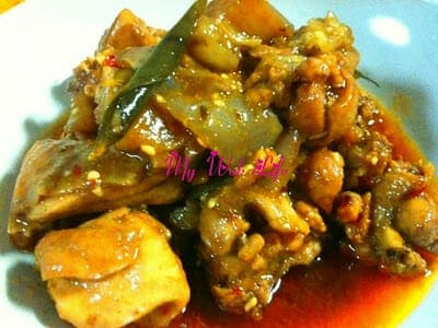 Claypot Chicken & Eggplant Stew (惹味茄子鸡煲)
