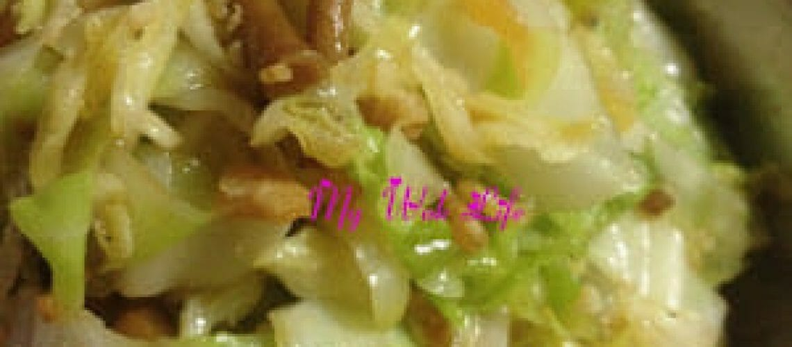 Stir-fried Cabbage with bottled Teatree Mushrooms